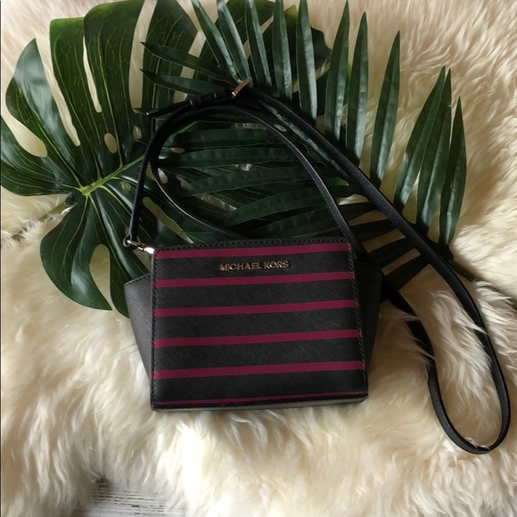 Michael Kors Handbags - Michael Kors Mini Saffiano Selma Stripe